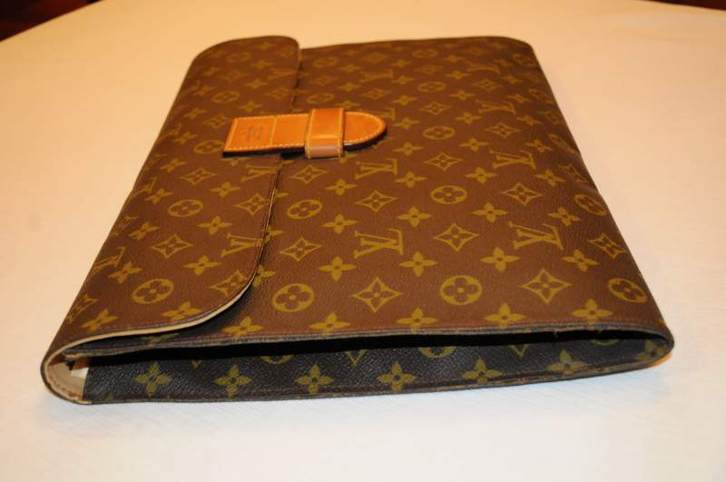 taglia 40 a477e 4531f Portadocumenti louis vuitton